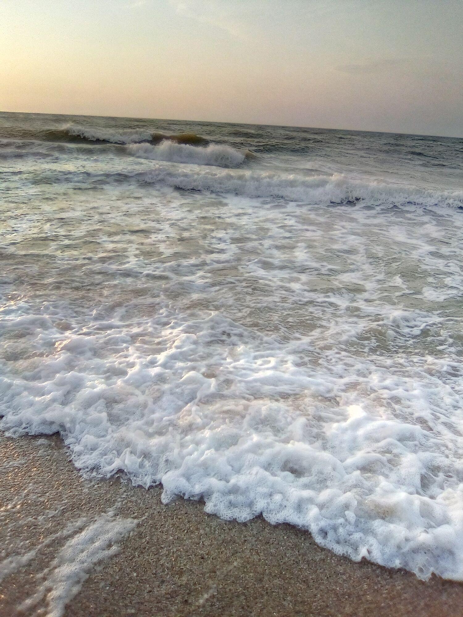 Туристы показали в сети штормовое море.