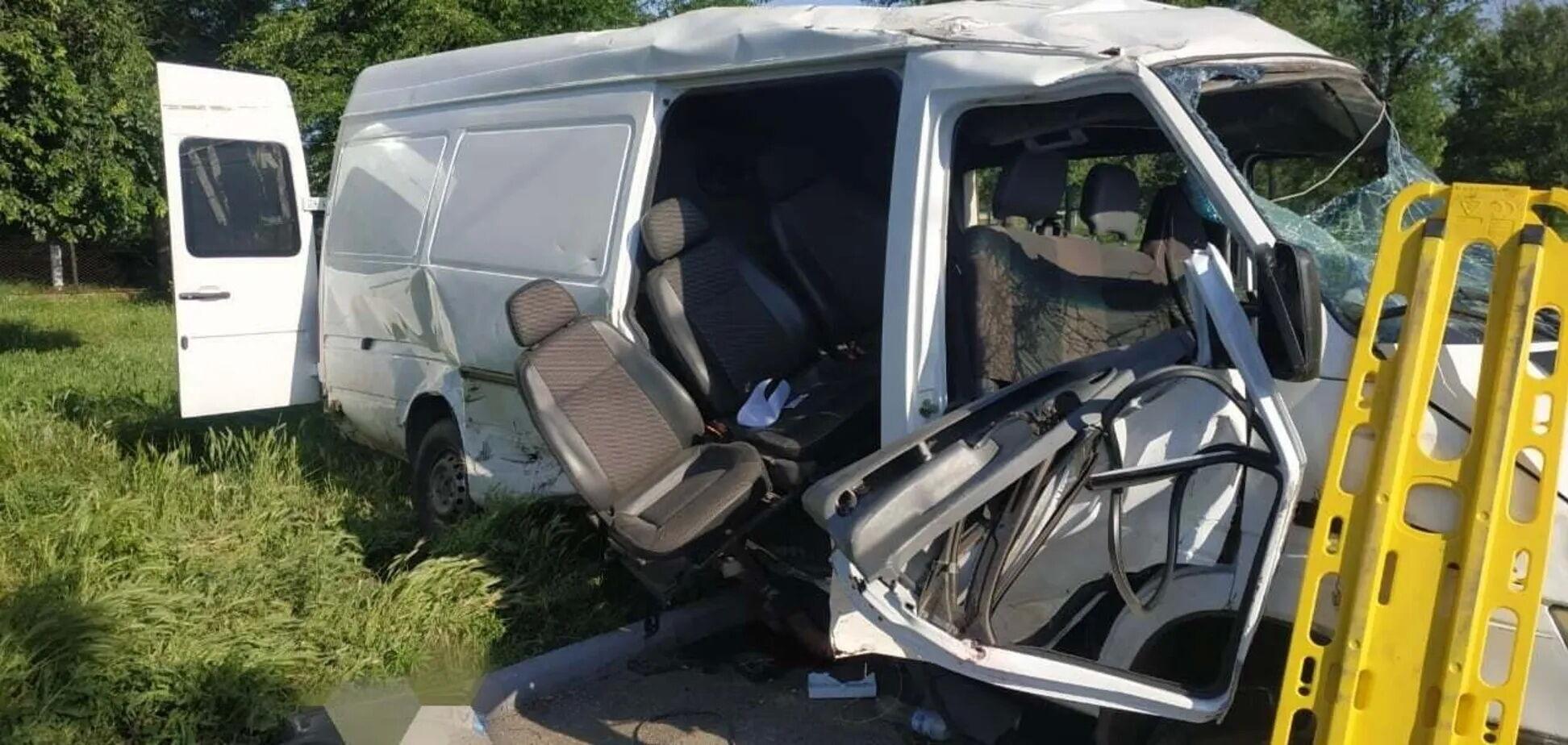 ВАЗ зіткнувся з мікроавтобусом, двоє людей загинули на місці.