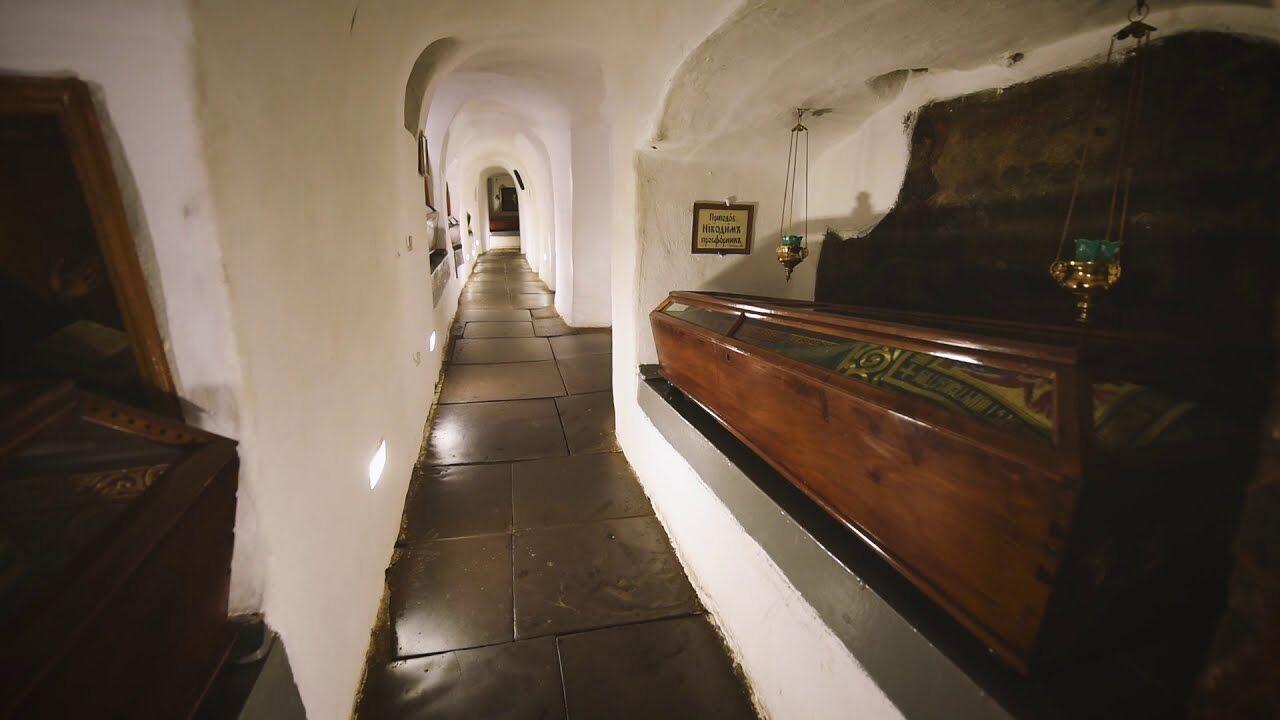 Довжина Ближніх печер становить практично 400 метрів.