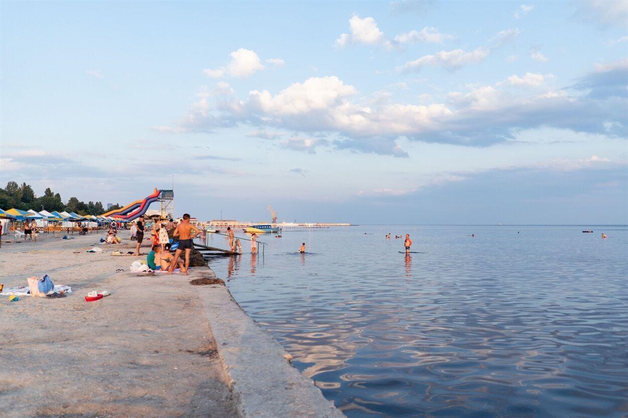 Скадовск подходит для отдыха с детьми, поскольку море очень мелкое