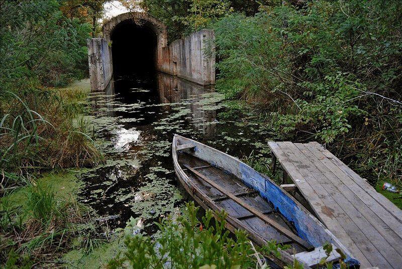 Вхід у тунель на Жуковому острові.