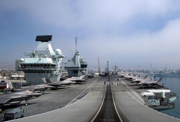 Самолет F-35B Lightning II на палубе HMS Queen Elizabeth во время стоянки в порту Лимассола