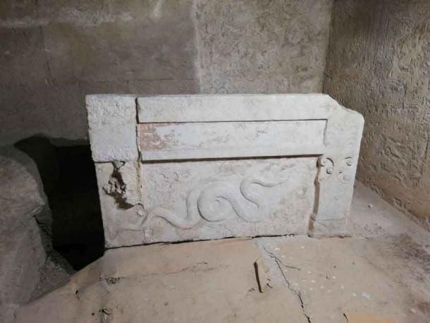 Гробниця могла бути мініатюрною копією гробниці самого Олександра.
