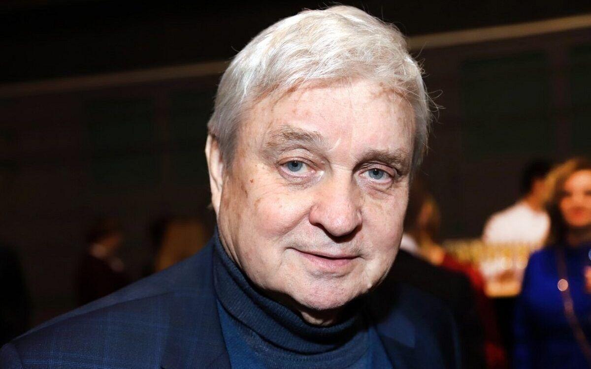 Стефанович також був журналістом, фотографом і письменником