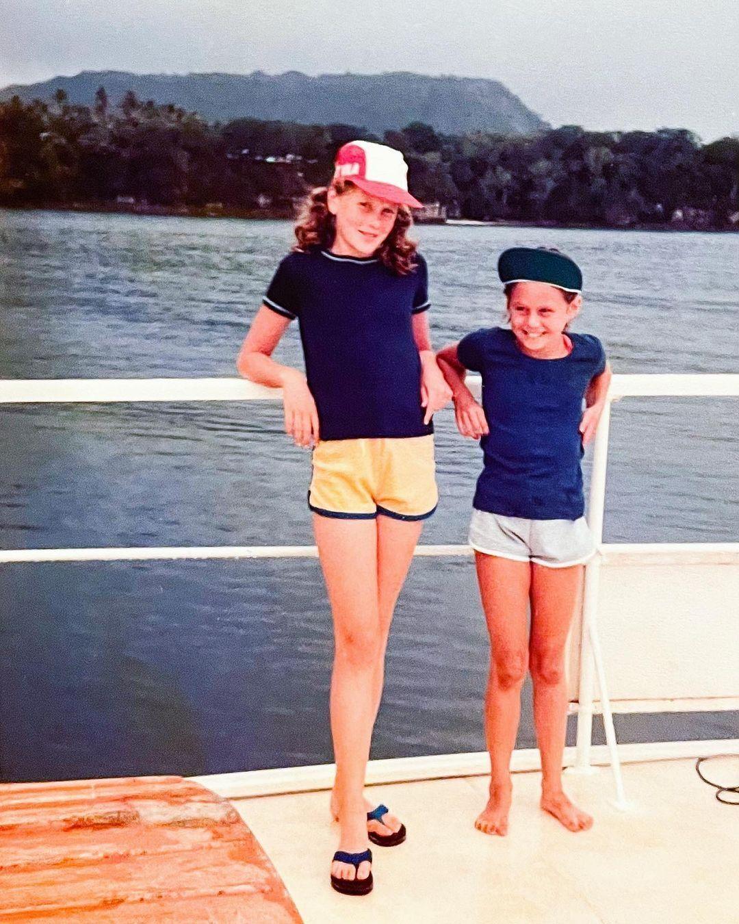 Николь Кидман с сестрой в детстве.