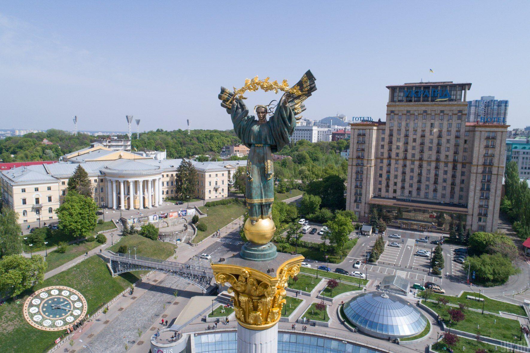 Cкульптура берегині на Монументі Незалежності в Києві