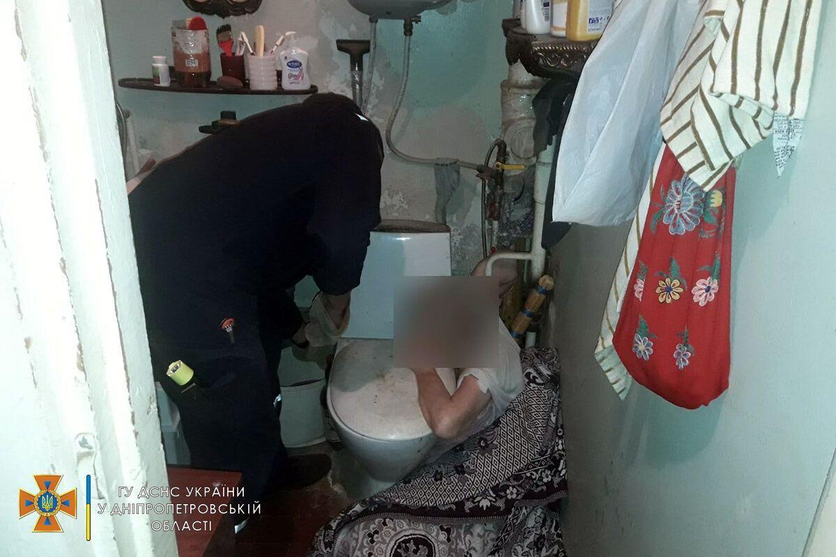 Жінка провела кілька діб у ванній.