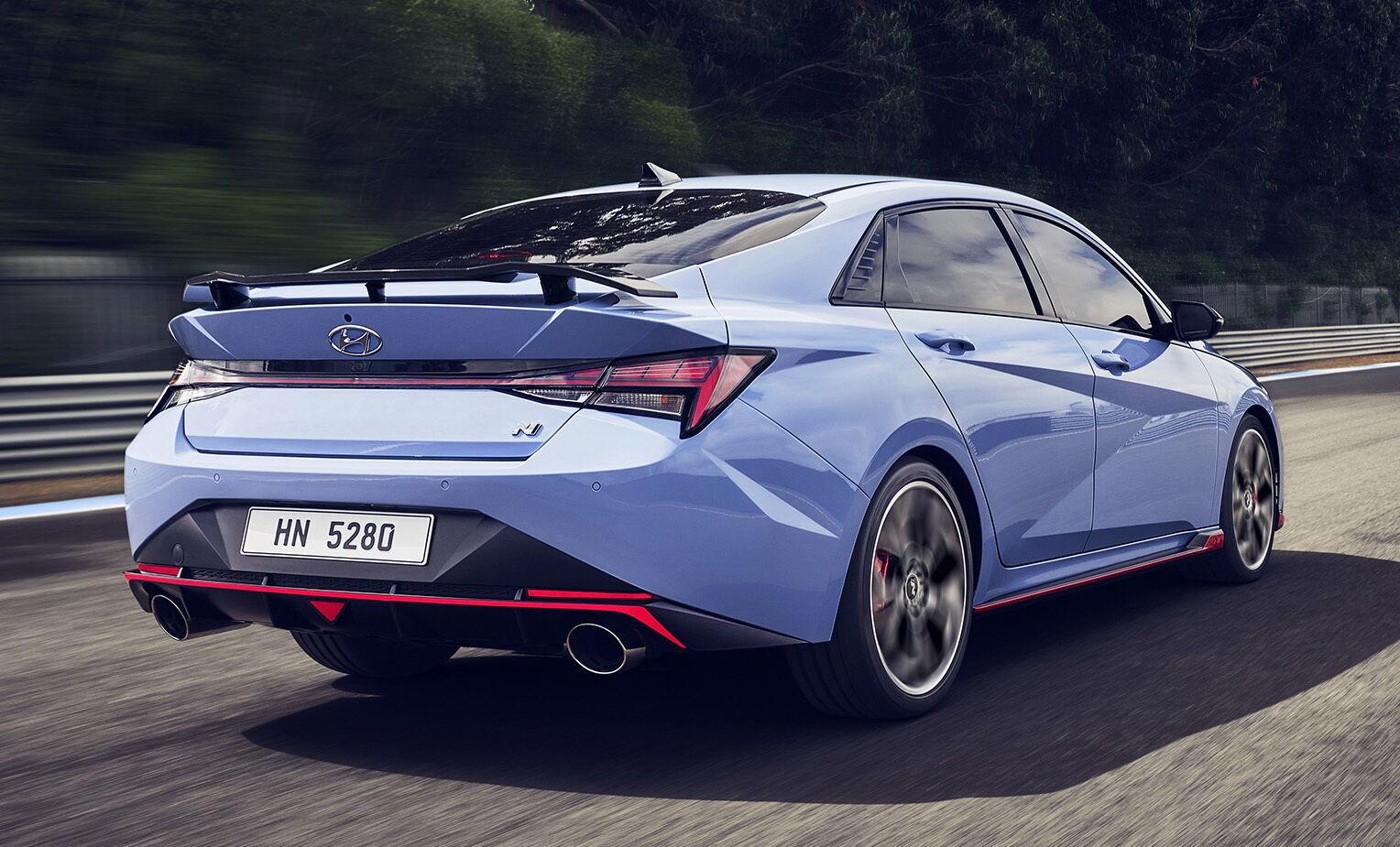 Hyundai Elantra N выделяется эффектным дизайном с собственным аэродинамическим обвесом