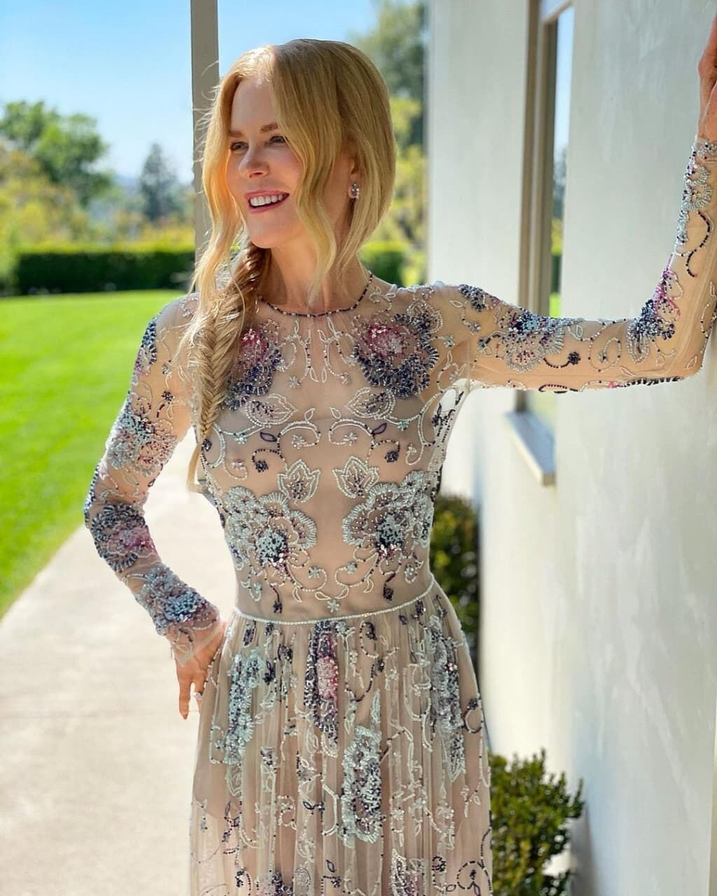 Николь Кидман в платье.