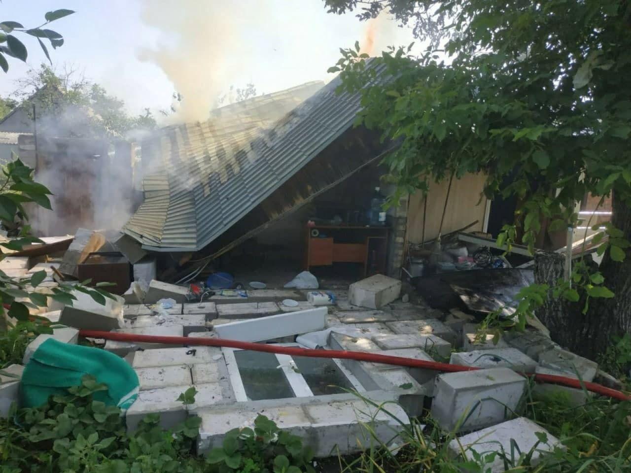 Взрыв вызвал разрушение крыши и наружной стены здания