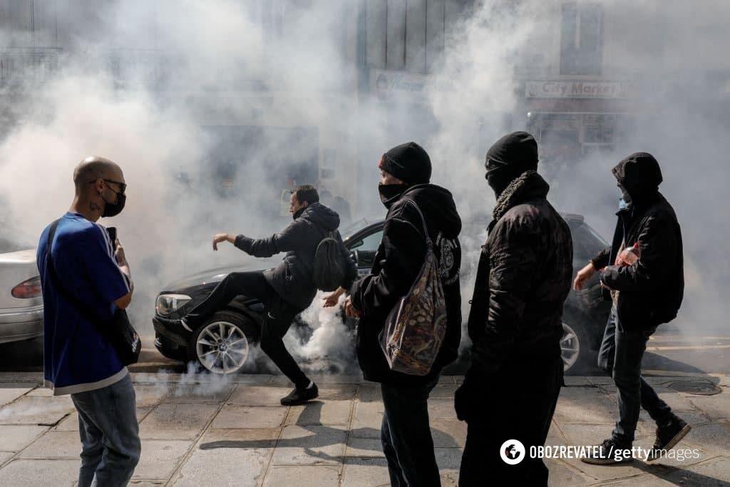 Полиция для разгона протестующих применила слезоточивый газ