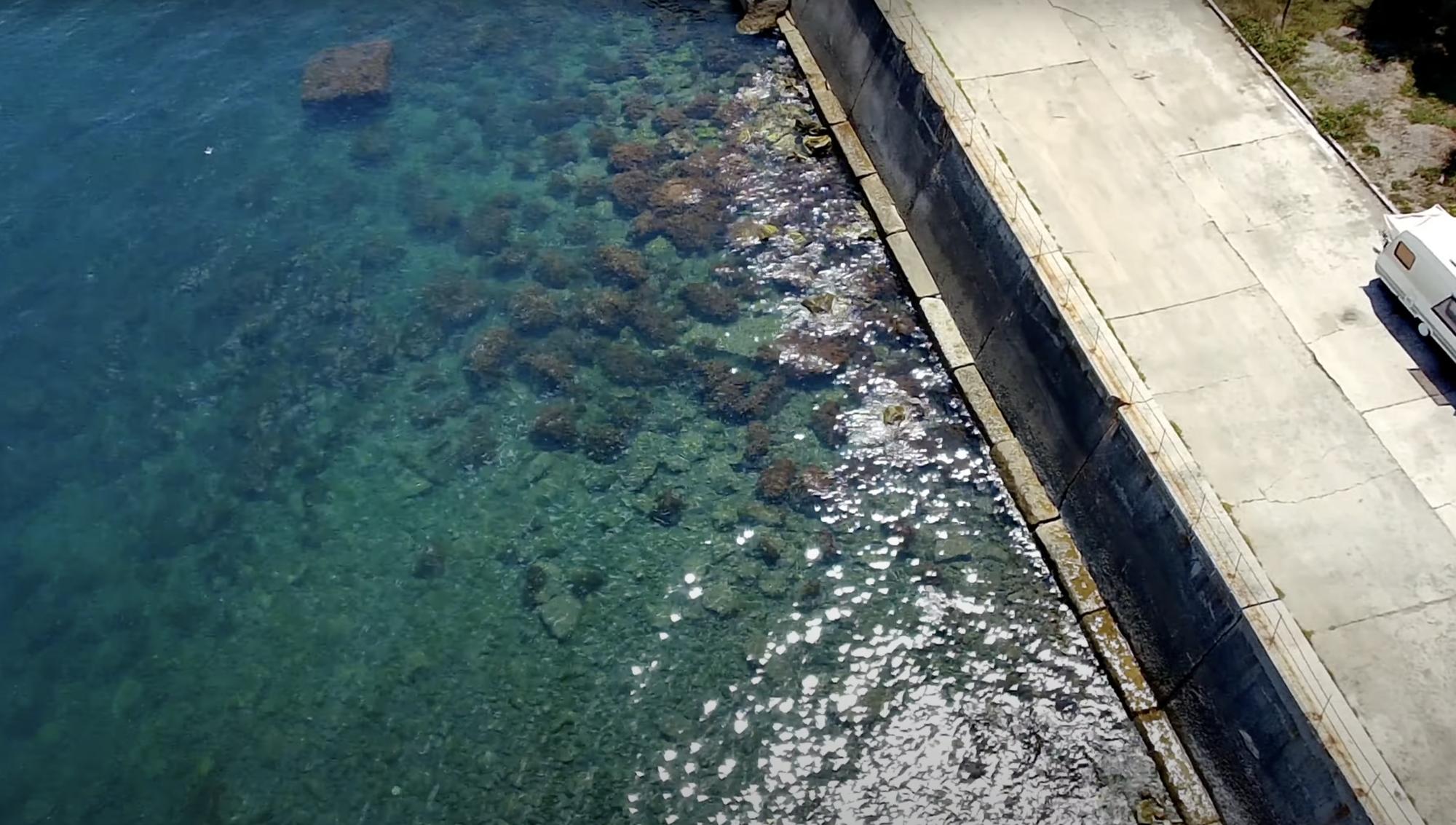 В Крыму скалистый берег