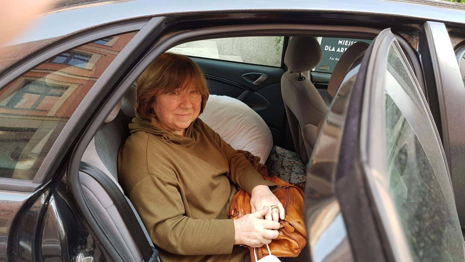 Светлану Алексиевич доставили во Вроцлав на авто