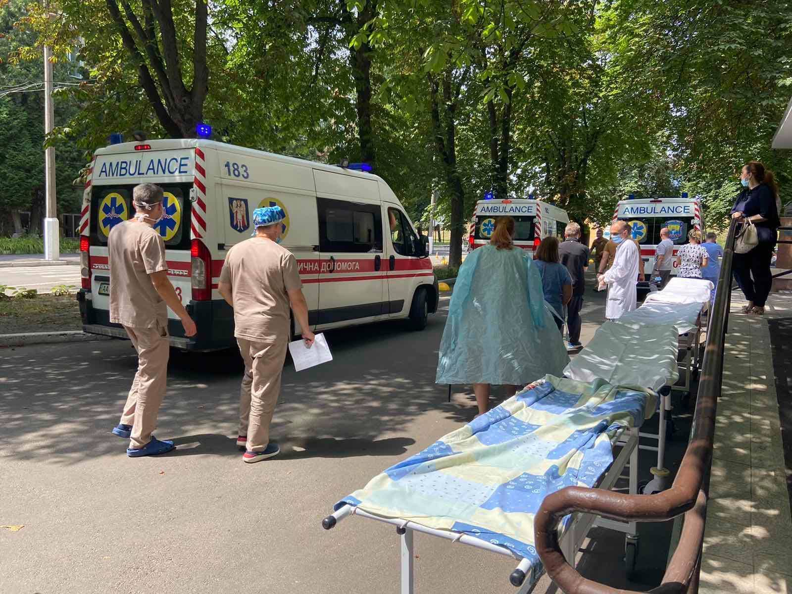 Поранених відвезли в Головний військовий клінічний госпіталь