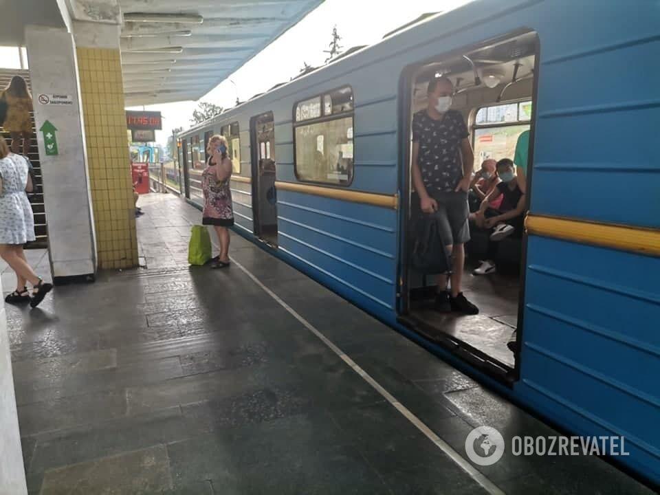 """Движение поездов заблокировано на """"Черниговской"""""""
