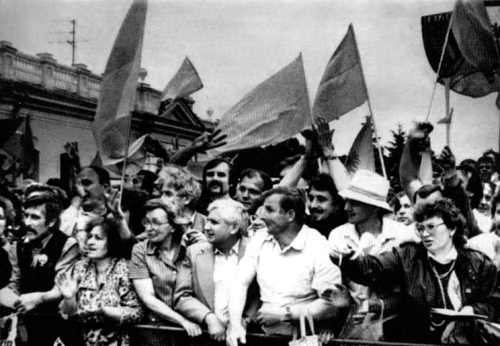 Митинг во время принятия Декларации о государственном суверенитете Украины