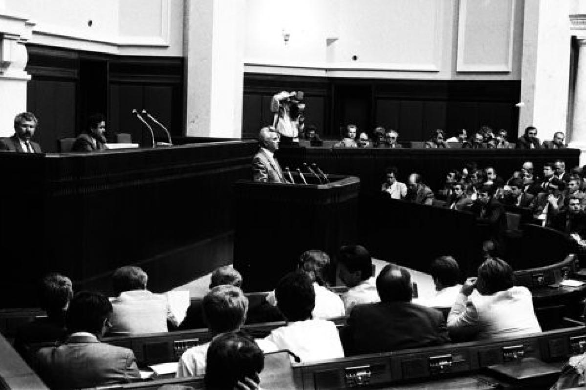 Верховная Рада УССР во время принятия Декларации о государственном суверенитете. Выступает глава Совета Министров СССР В. Масол