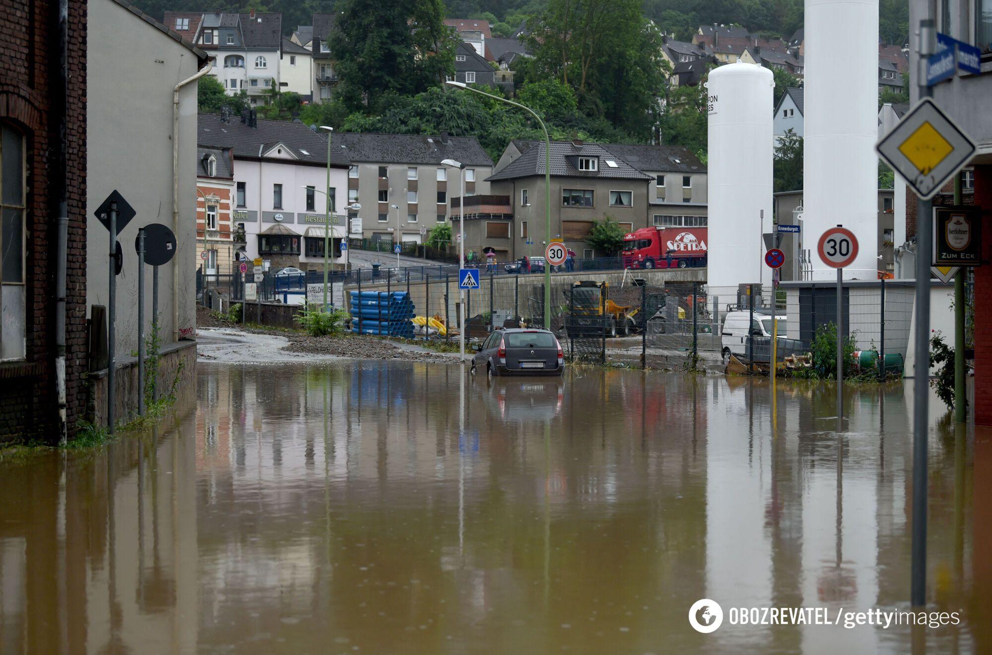 Вода підтопила будівлі