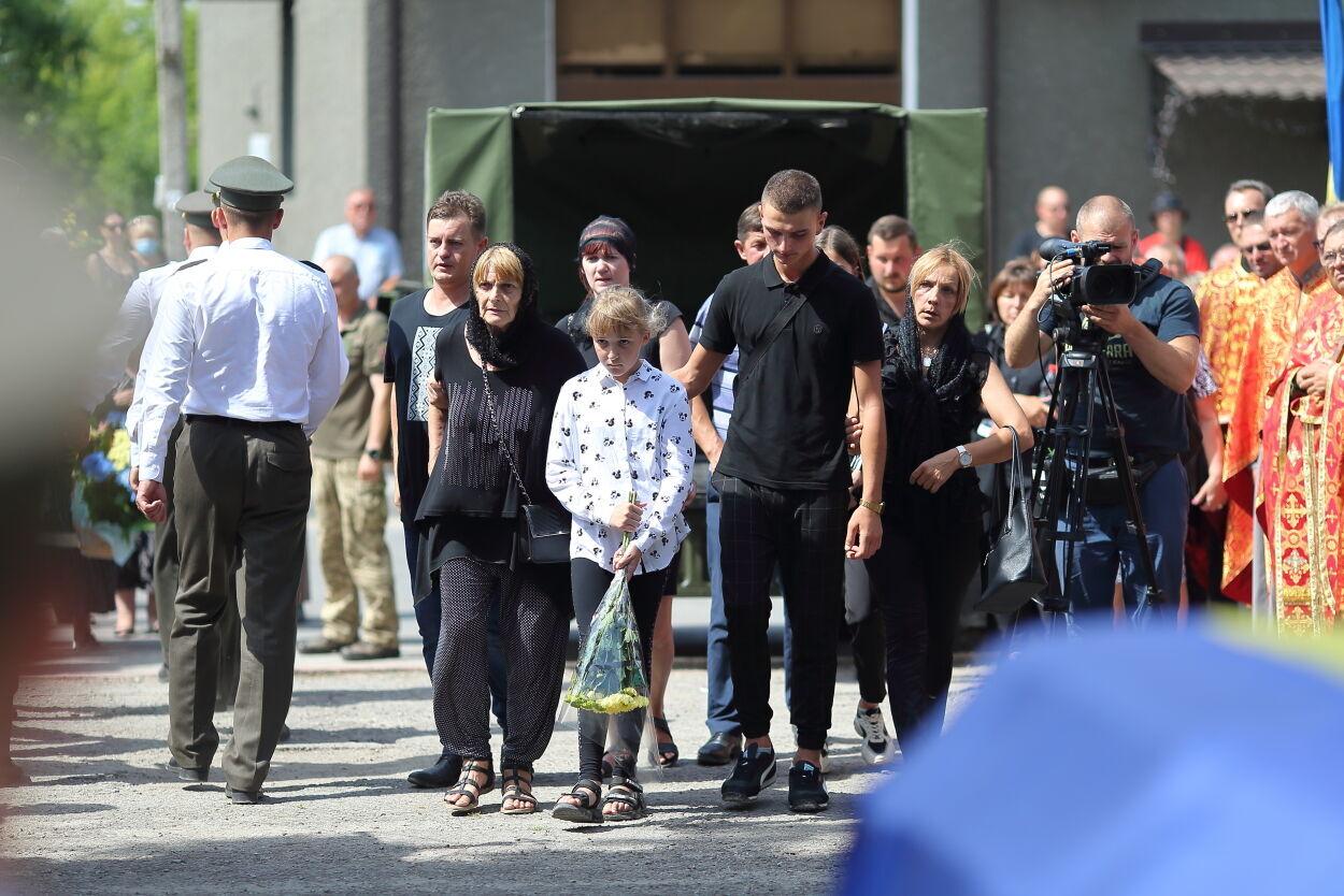 Родина загиблого Володимира Яськіва: мама, колишня дружина, син та донька.