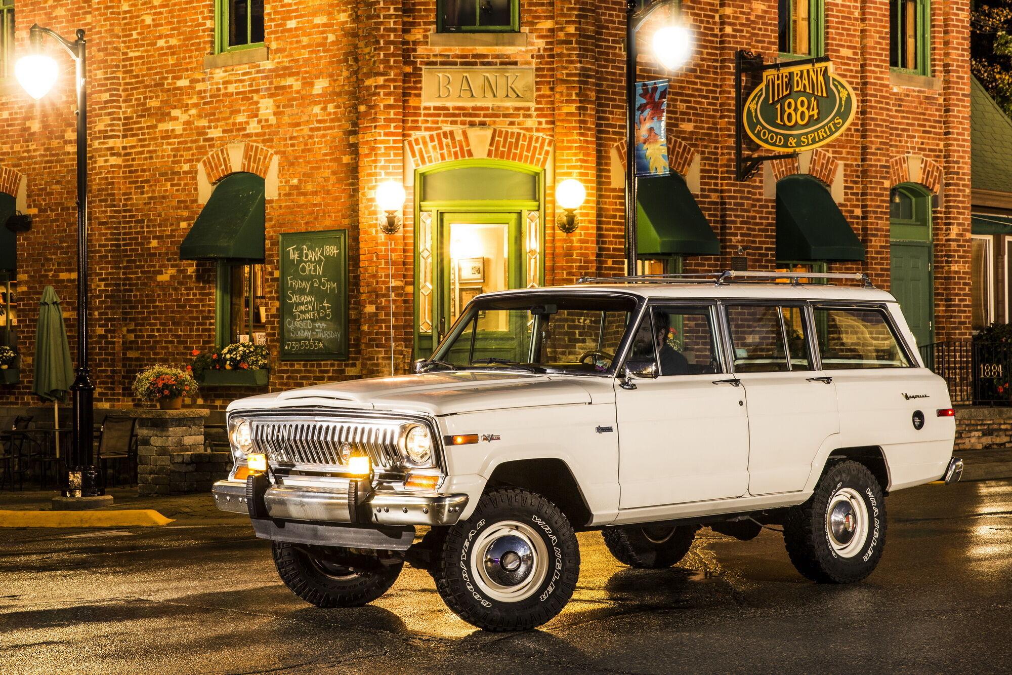 В 1963 году Jeep Wagoneer стал первым внедорожником премиум-класса
