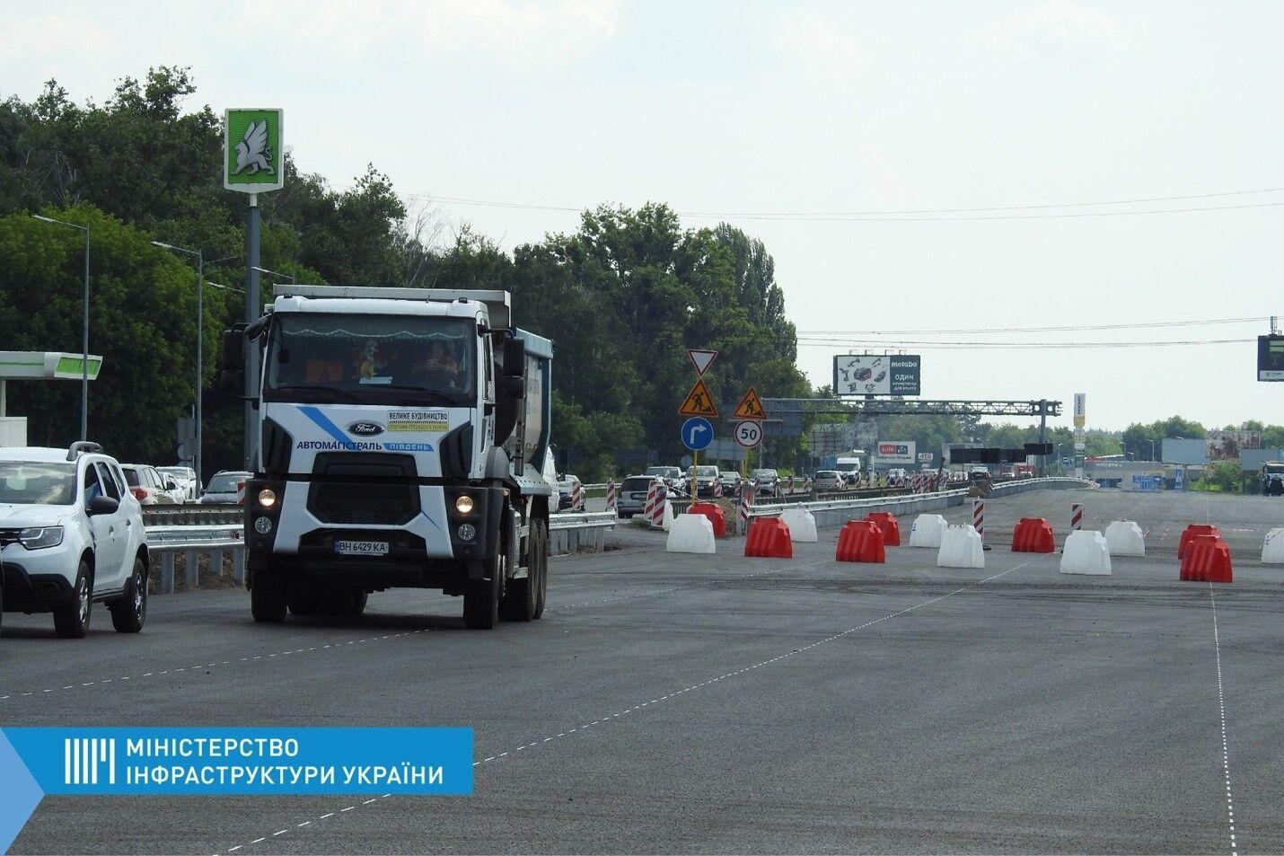 Роботи із влаштуванню оновленого покриття на правому проїзді траси Київ – Бориспіль завершуються вже на цих вихідних