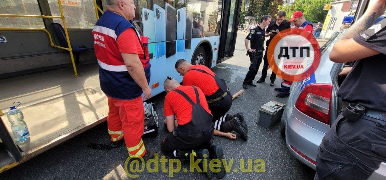 Водієві стало погано під час руху тролейбуса.