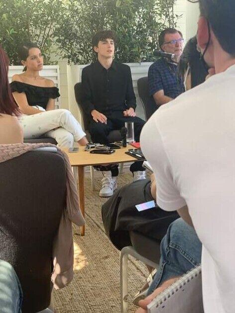 Тімоті Шаламе на спілкуванні з пресою.