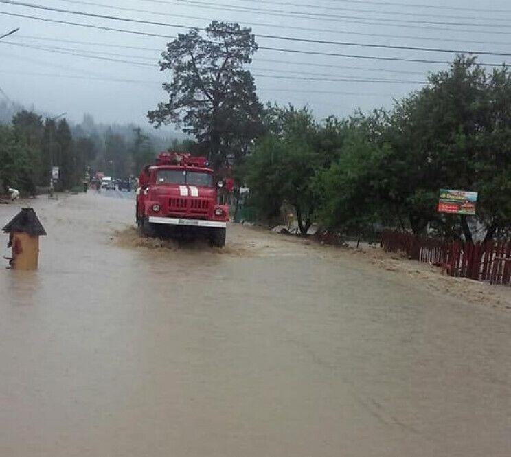 У Львівській області на дорогу зійшов селевий потік.