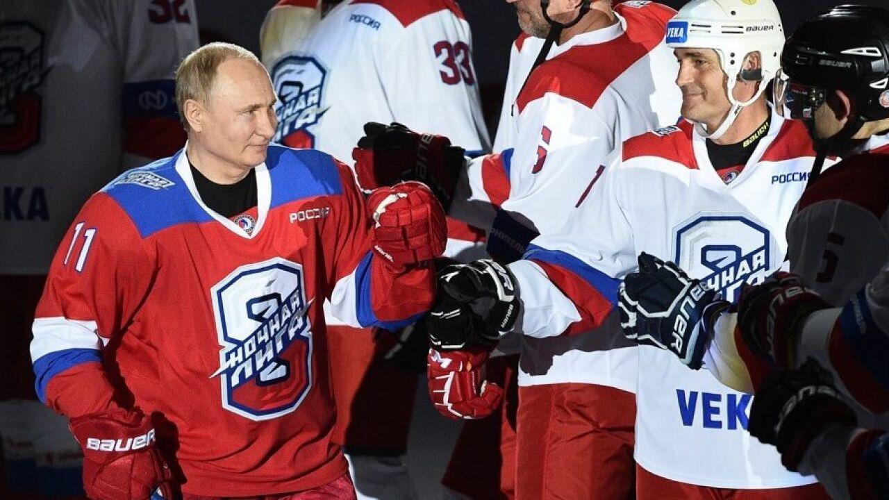 Путину поддаются в хоккее.