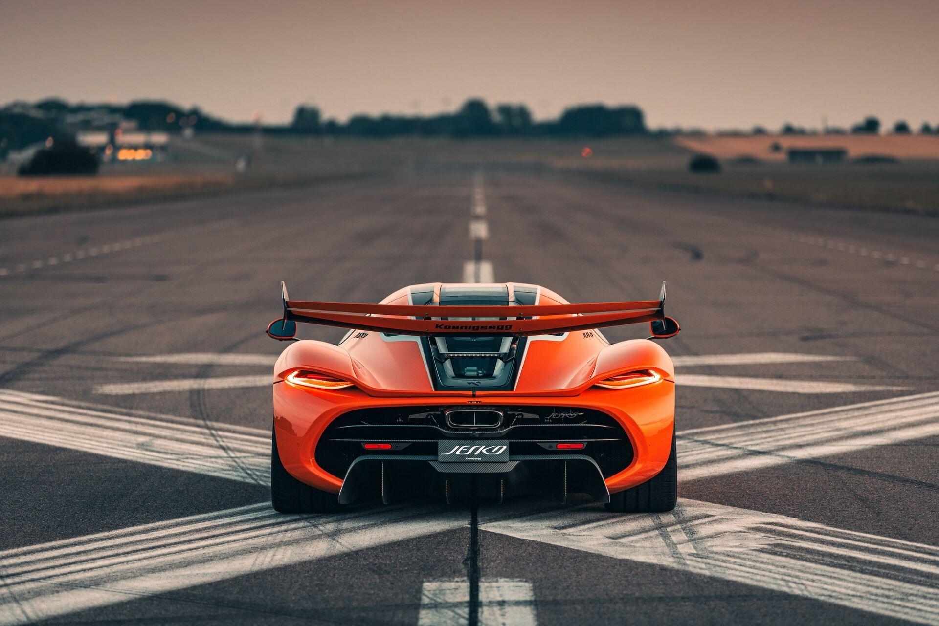 Активные аэродинамические элементы кузова обеспечат максимальную прижимную силу на высоких скоростях