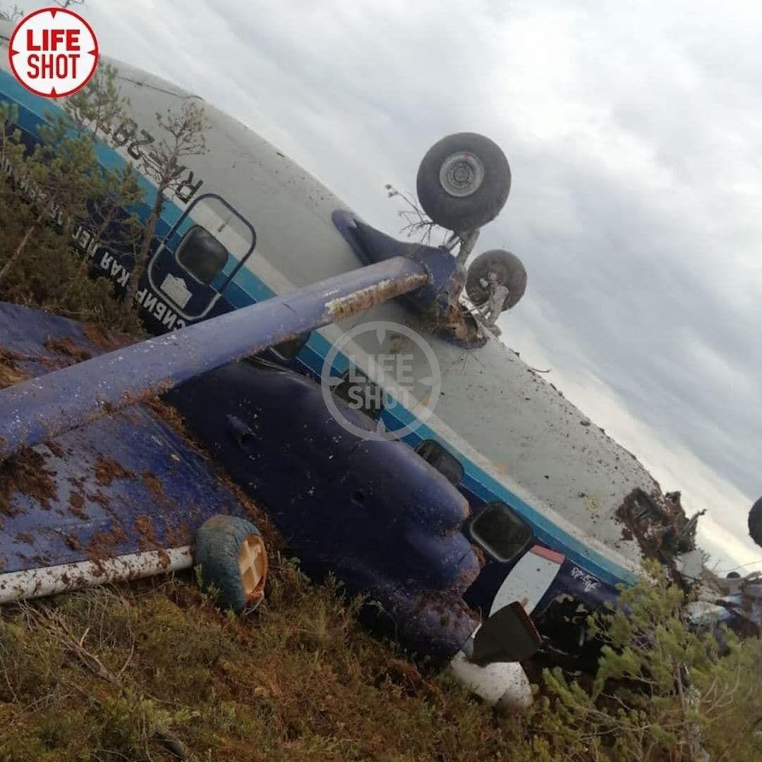 Літак перекинувся під час жорсткої посадки