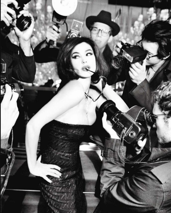 Моника Беллуччи позирует для Vanity Fair в 2013 году.