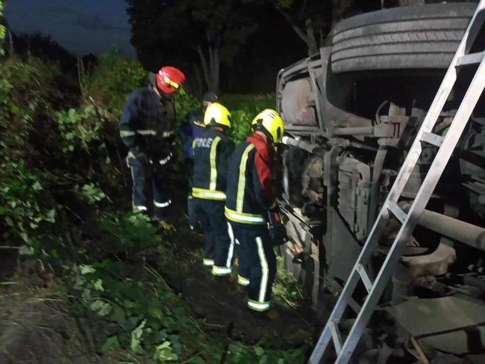 Спасатели достали пассажиров
