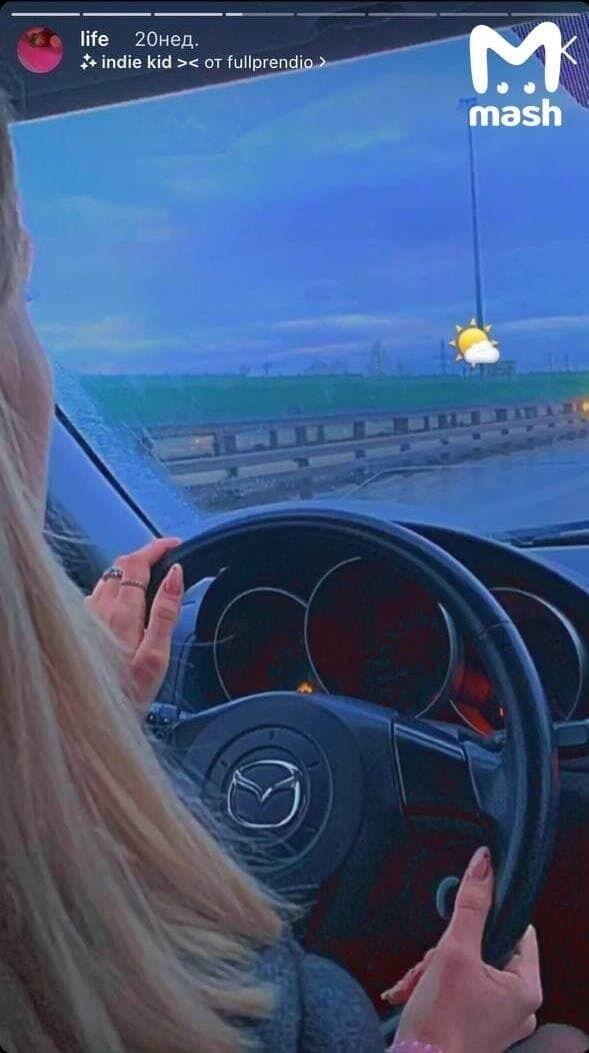 Девушка часто транслировала езду за рулем в сторис.