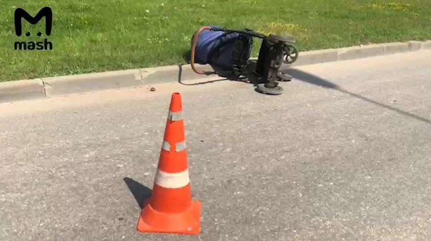 В коляске был 9-месячный ребенок.