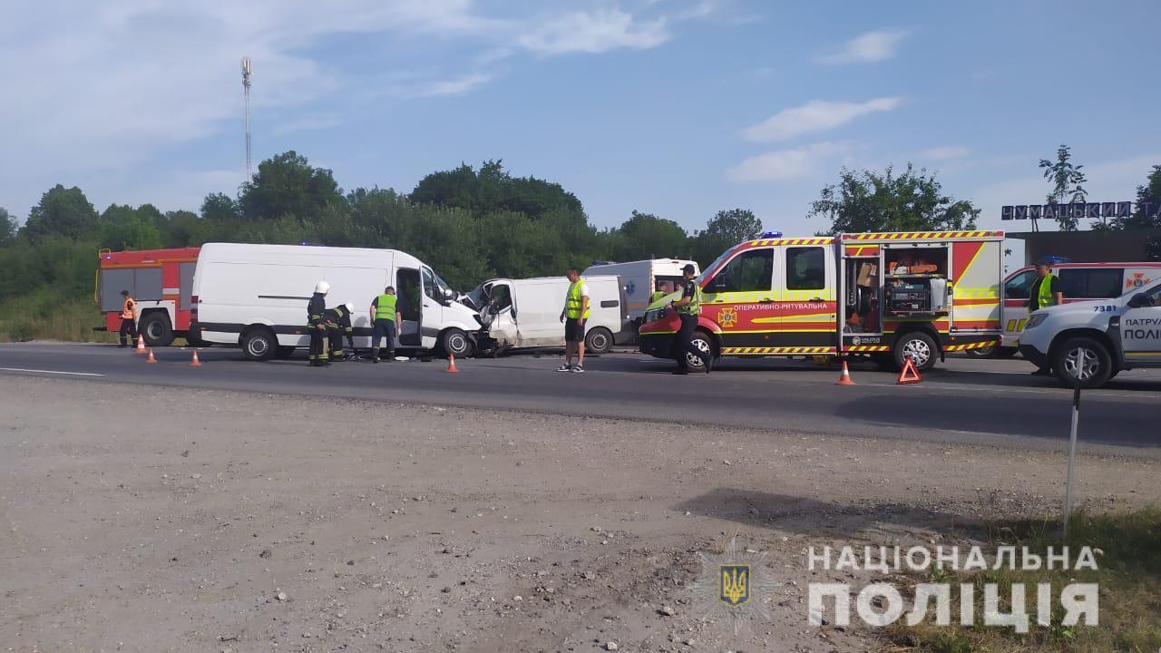На трасі під Тернополем зіткнулися три авто.
