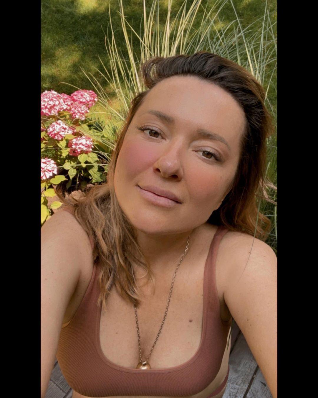 Могилевська влаштувала собі фотосесію в короткому топі