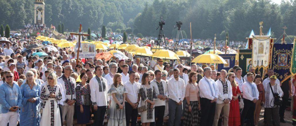 Порошенко принял участие в традиционном Всеукраинском паломничестве. Фото