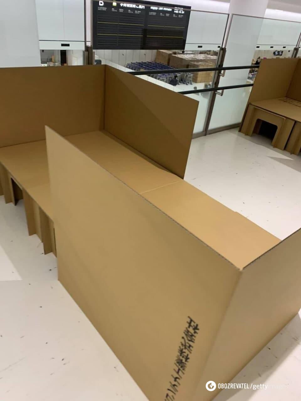 Кровати сделаны из картона