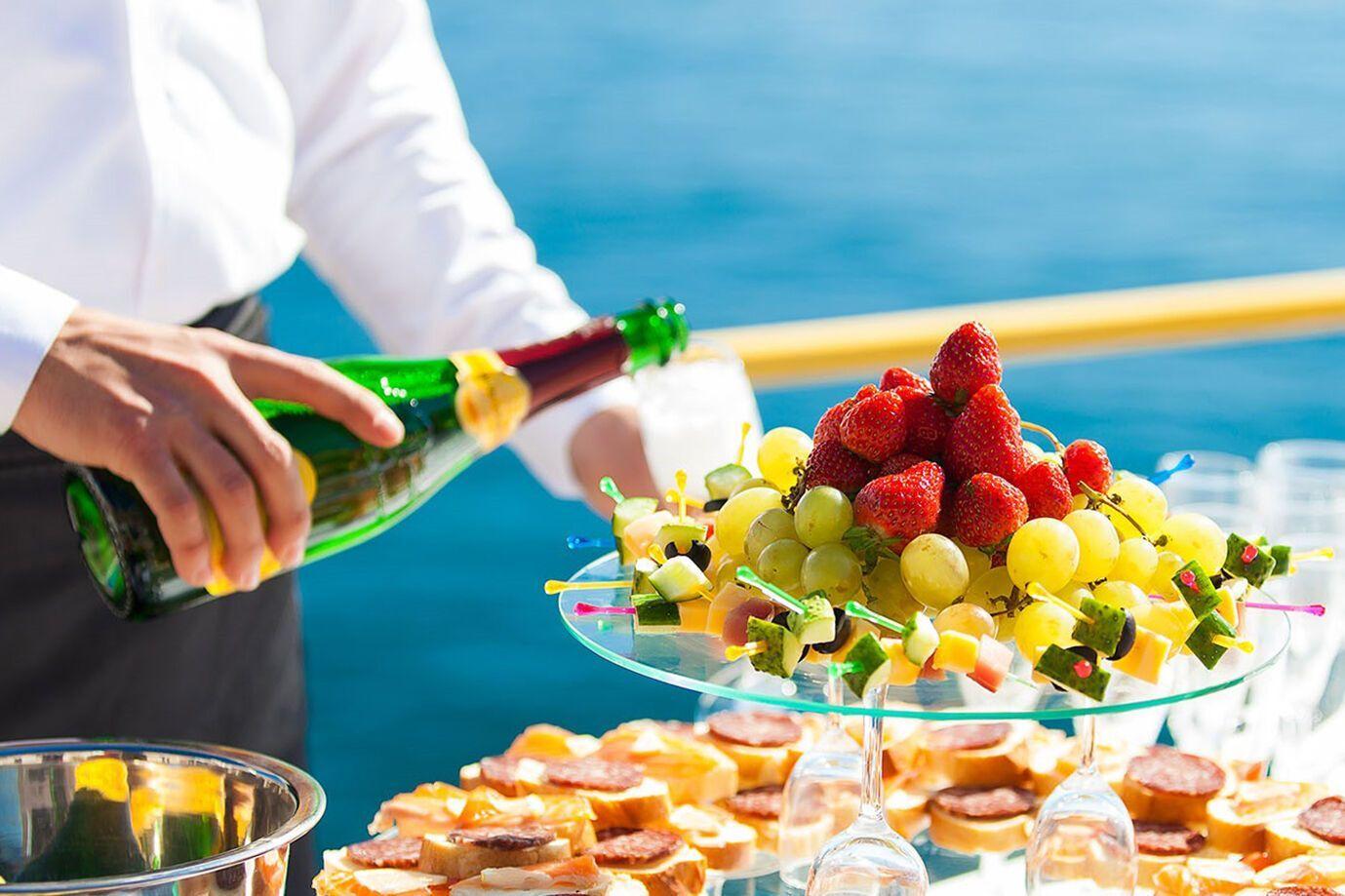 Безопаснее всего в сезон есть фрукты и овощи