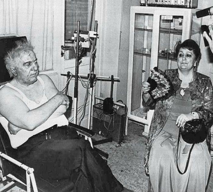 Едуард Шеварнадзе з дружиною в лікарні після першого замаху.