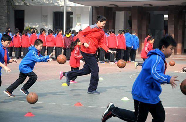 Чжан Цзыюй с мячом