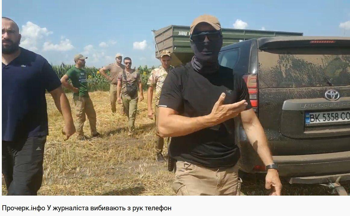 Напад охоронців Кернелу на журналіста.
