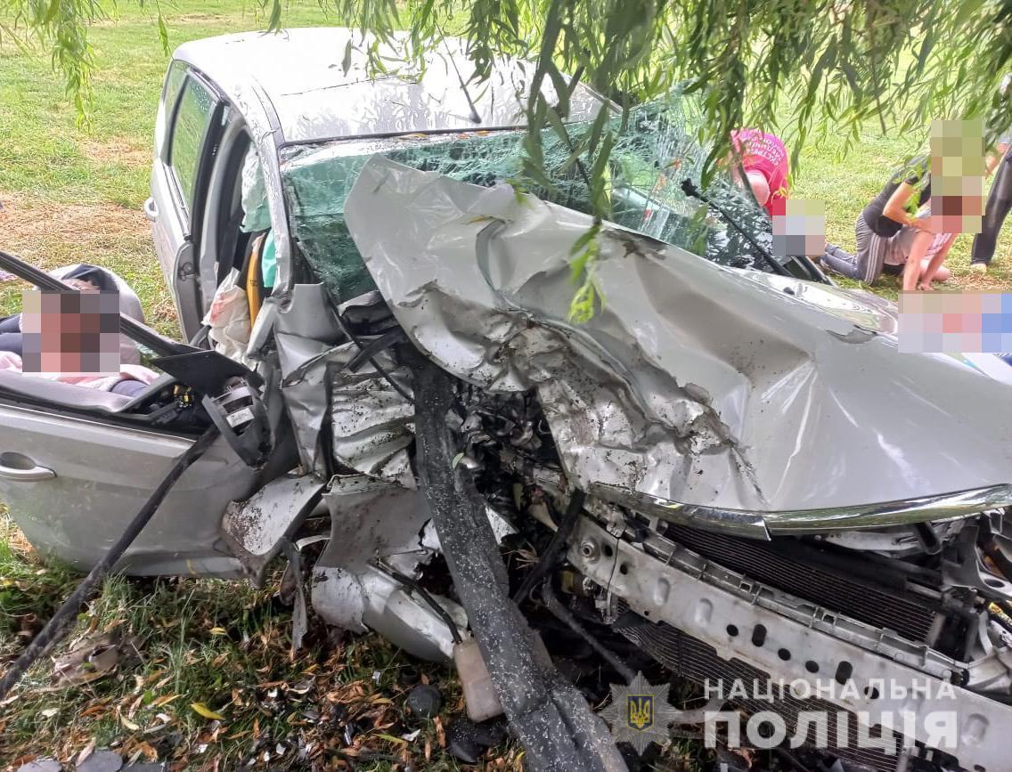 В автомобиле ехало 12 человек
