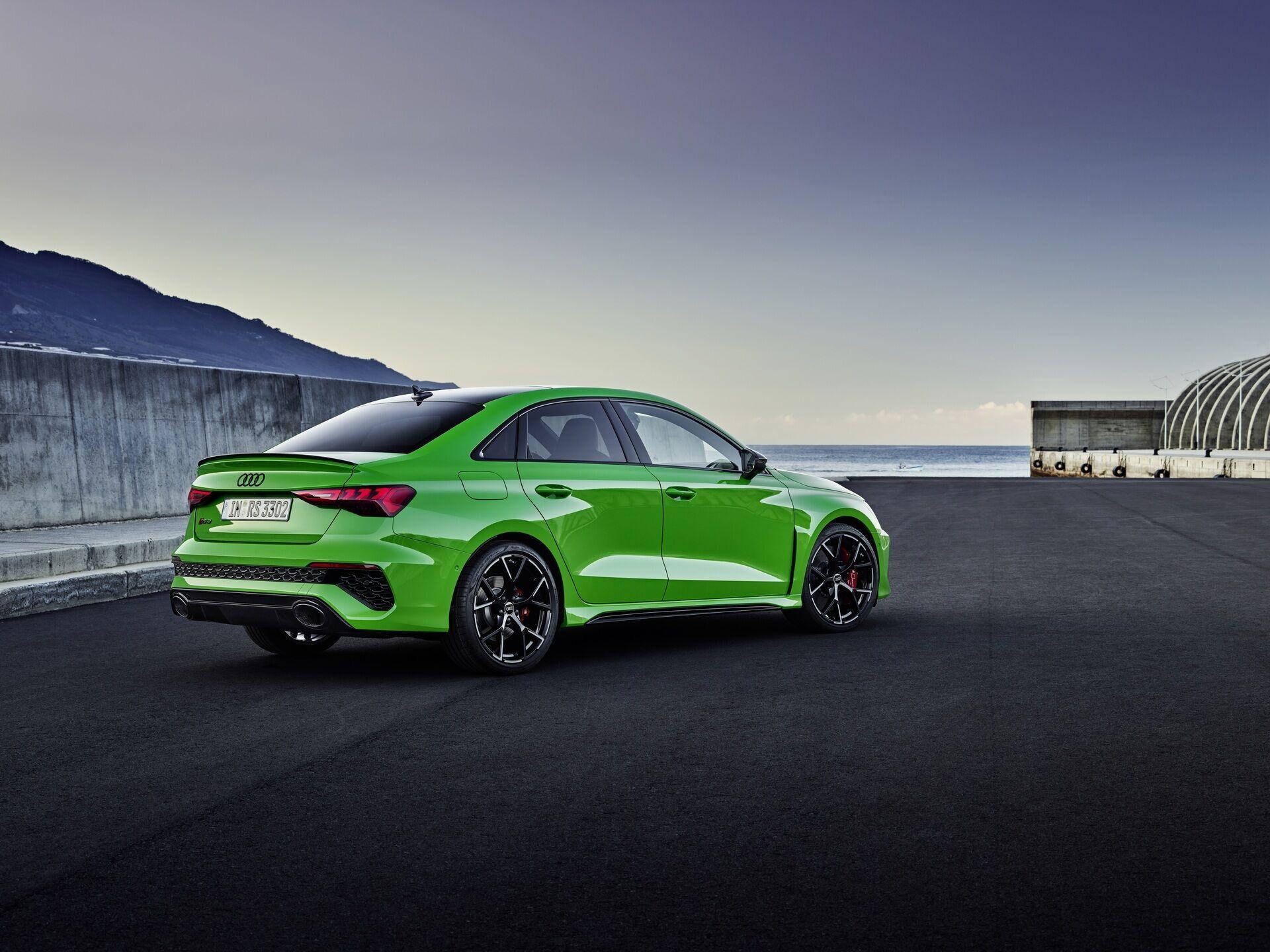 Audi RS 3 оснащений 400-сильним бензиновим турбомотором