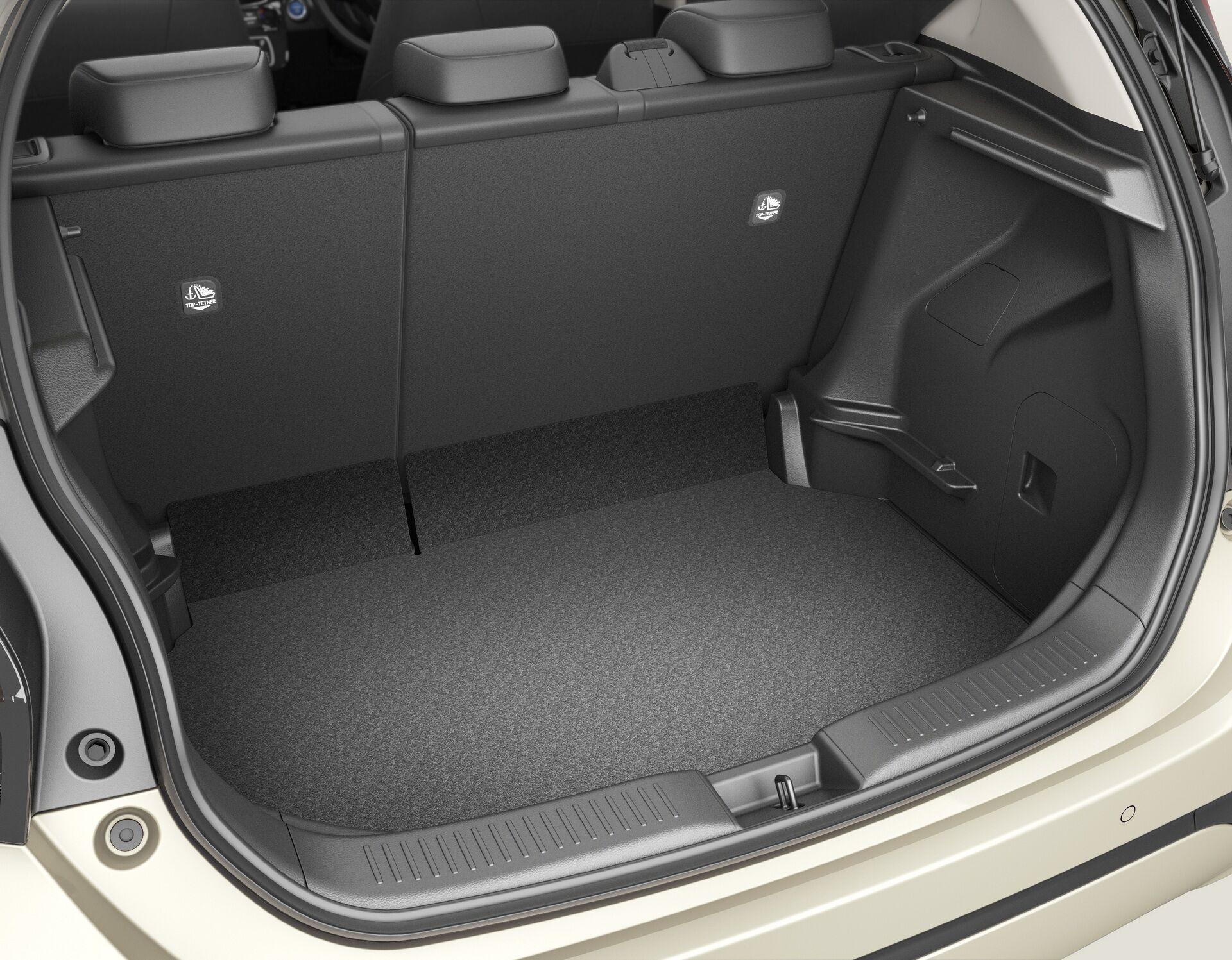 Автомобіль зберіг компактні розміри, але за рахунок збільшеної на 50 мм колісної бази вдалося збільшити внутрішній простір салону і об'ем багажного відділення