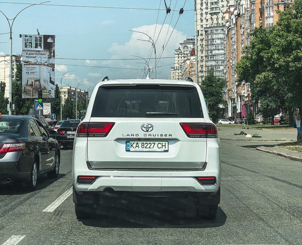 "Toyota Land Cruiser 300 70th Anniversary вже отримав київську ""прописку"""
