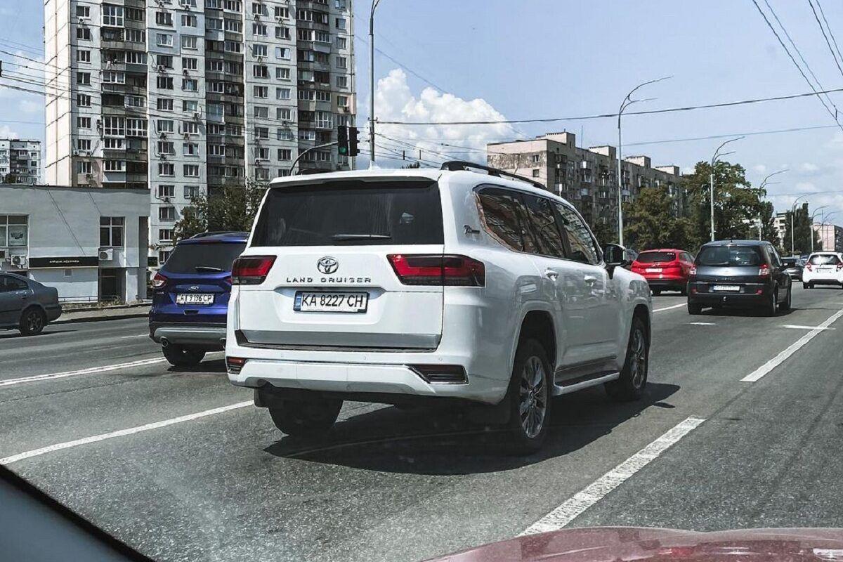 Toyota Land Cruiser 300 70th Anniversary помітили в Києві до офіційної презентації