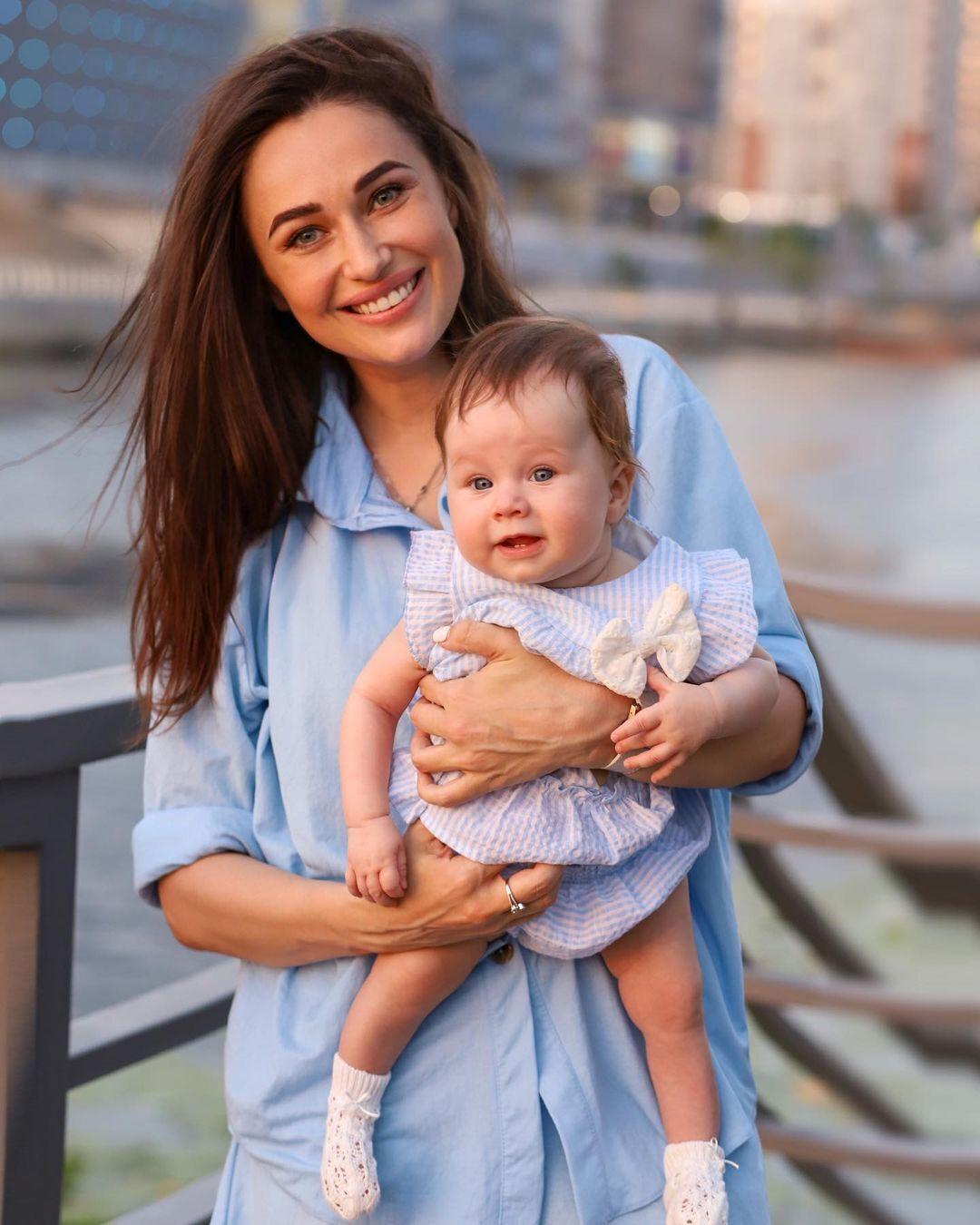 Юлия Леус с дочерью.