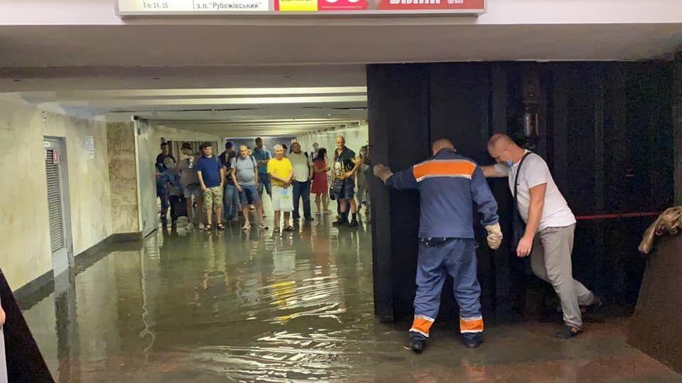 Станцію закрили для пасажирів.